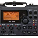 Foto van de achterkant met het scherm van de Tascam DR-60D mk2 audiorecorder.
