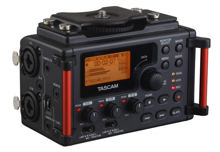 Foto van linker vooraanzicht van de Tascam DR-60D-mk2 audiorecorder.