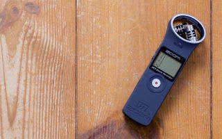 Foto van de Zoom-H1-Handy-Recorder bij de review van deze audiorecorder.