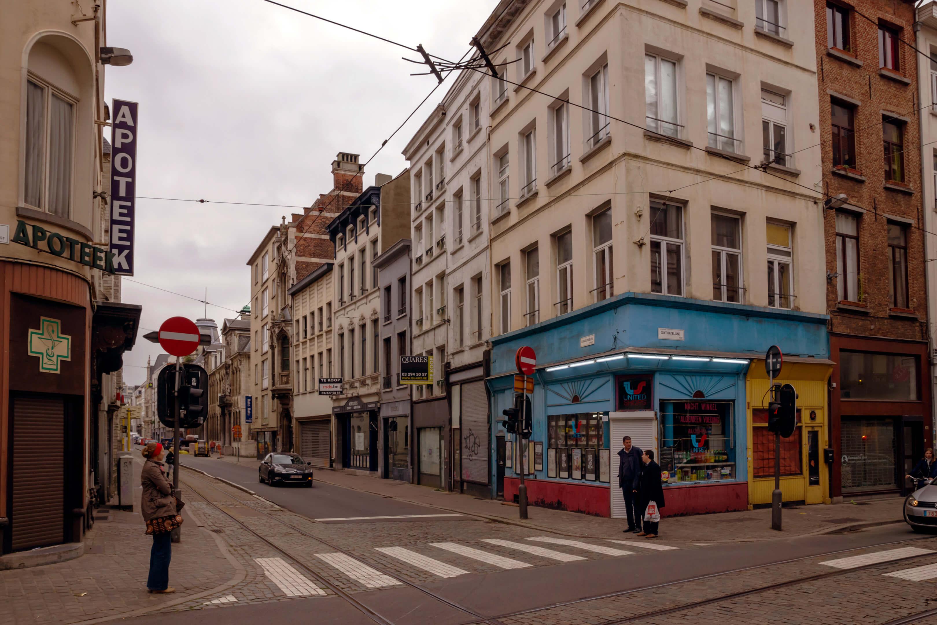 Foto van de hoek van de Lange Nieuw Straat en het Sint Katelijne Vest in Antwerpen als voorbeeld voor een locatie voor meerdere fotografen 1 model.